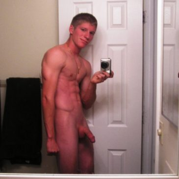 Hunk Guy Take Pic Of His Hot Naked Body
