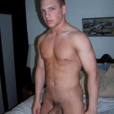 Hunk Dude Kneel On His Bed Naked