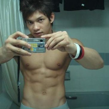 Handsome Dude Take Pic Of His Hot Abs