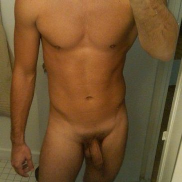 Sexy Guy Gets Naked On Cam Showing His Body
